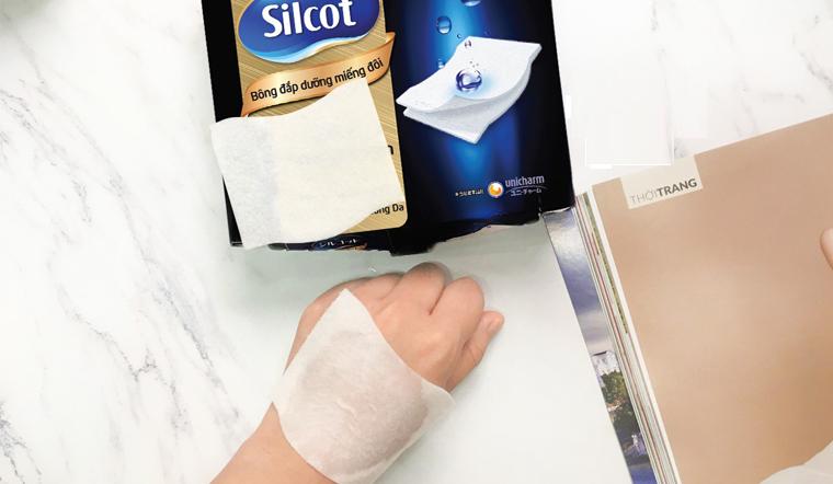Kết hợp bông tẩy trang silcot với lotion thành công thức dưỡng da
