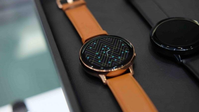 Galaxy Watch Active 2 phiên bản làm bằng thép sẽ được đi kèm dây da