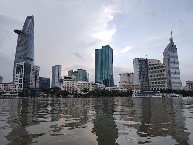 Bờ sông Sài Gòn lúc hoàng hôn