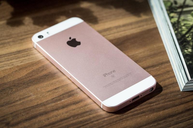 iPhone SE trước đó đã từng là một phiên bản iPhone giá rẻ đến từ Apple