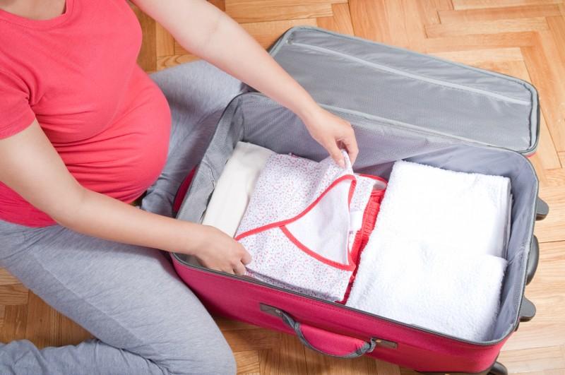 Mẹ bầu cần chuẩn bị gì khi đi sinh
