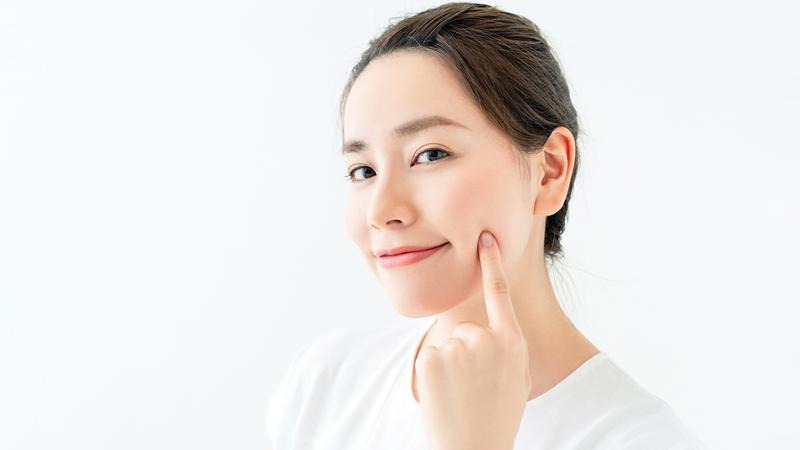 Rửa mặt với nước muối giúp da sạch sẽ, khô ráo