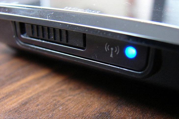 Một số máy laptop có công tắc vật lý bật tắt wifi riêng