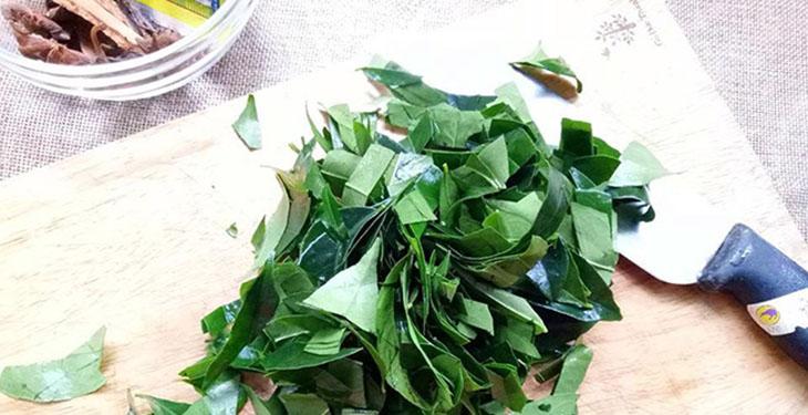 Bước 1 Sơ chế nguyên liệu Vịt nướng lá mắc mật