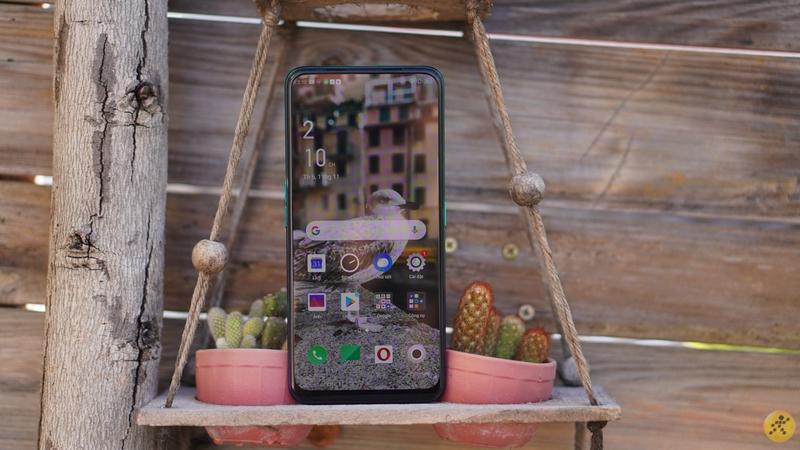 OPPO Reno2 F Xanh Tinh Vân được trang bị màn hình AMOLED