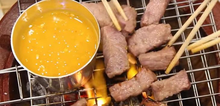 Bước 3 Nướng thịt Bò nướng sốt trứng muối