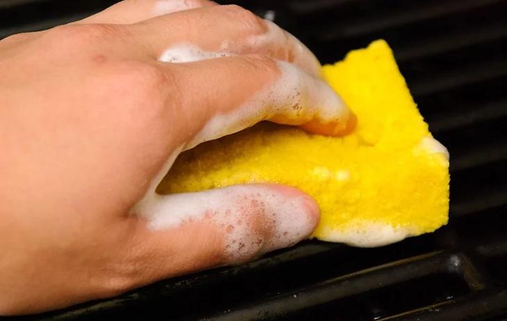 rửa sạch thịt vụn thừa
