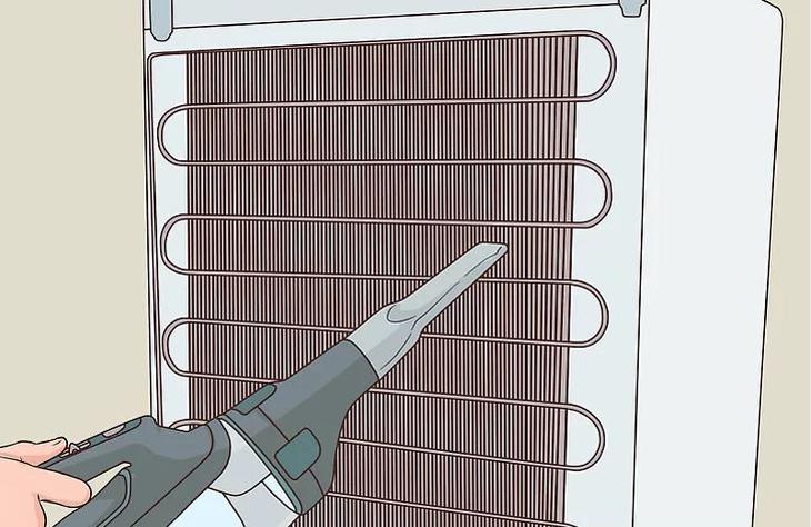 Vệ sinh hệ thống dàn ngưng của tủ