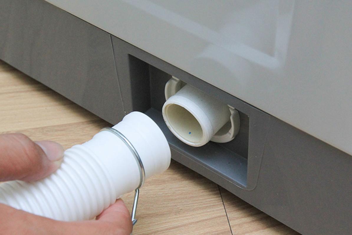 Lắp ống cấp nước và xả nước cho máy giặt