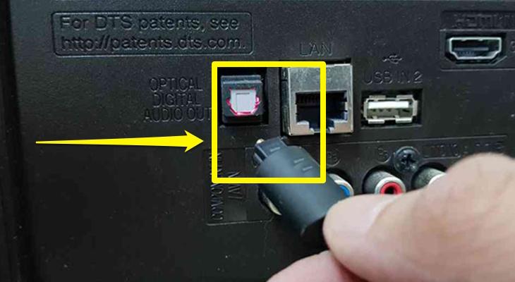 Kết nối tivi với loa thông qua cáp Optical 1
