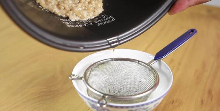 Tiến hành tách chiết phần dầu dừa
