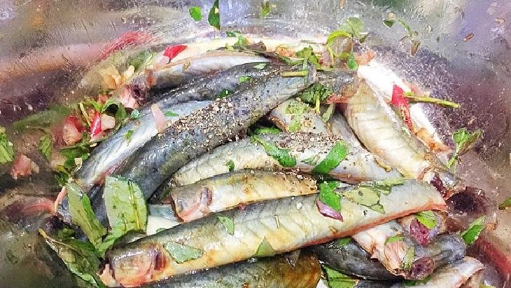Bước 2 Ướp cá kèo Cá kèo kho rau răm