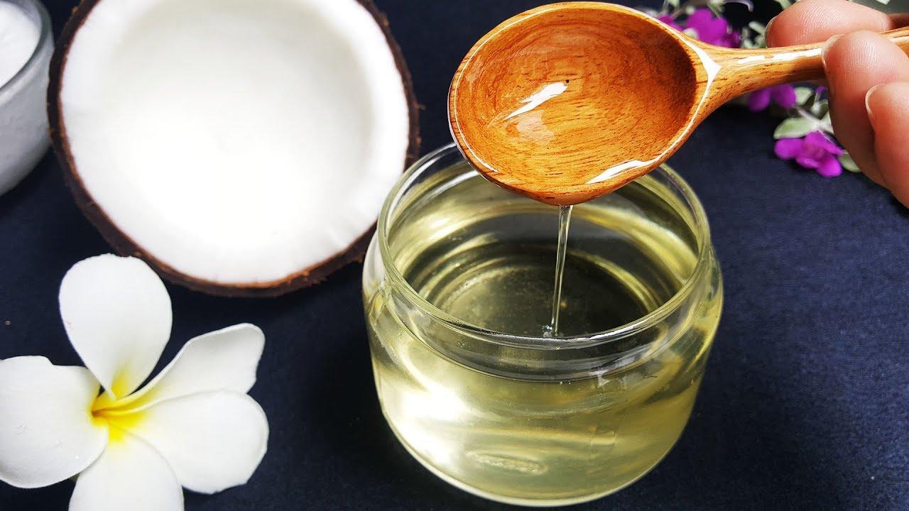 đựng dầu dừa trong lọ thủy tinh