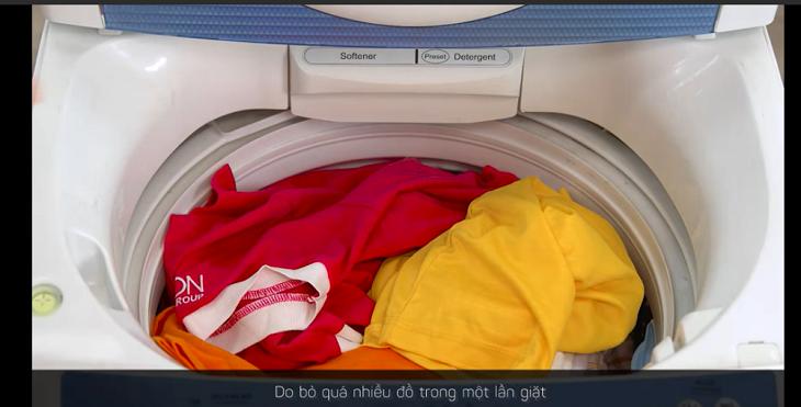 Không nên cho quá nhiều đồ vào lồng giặt