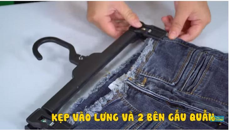 Kẹp quần jean lên móc