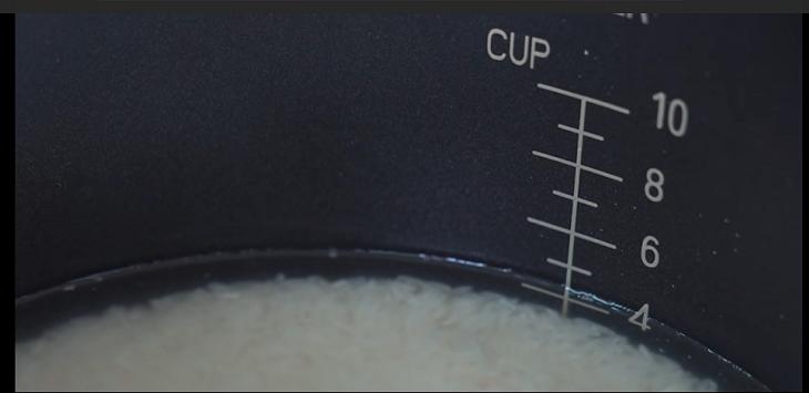 Có các mức để đong nước tương thích với số cốc đong gạo