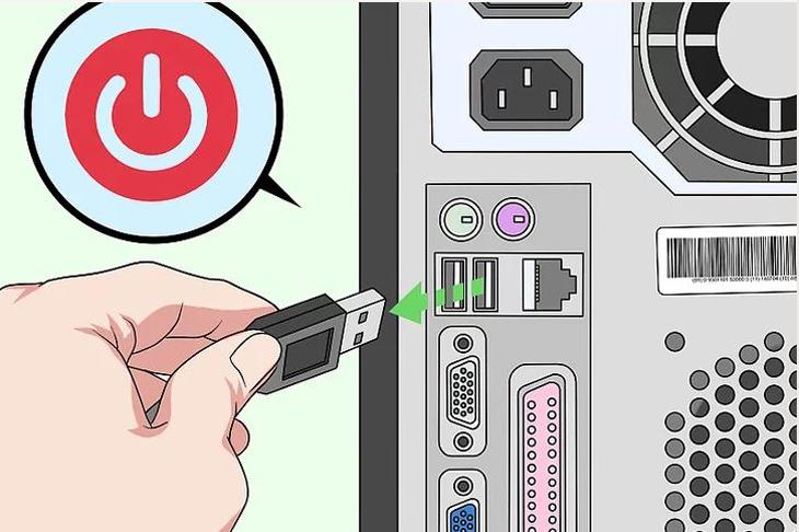 Rút bàn phím ra khỏi ổ cắm, úp ngược bàn phím lại để vỗ ra bụi bẩn