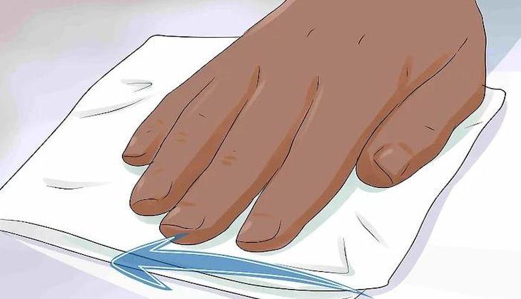 Lau sạch lại với nước và khăn khô