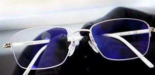 2 cách vệ sinh miếng đệm mũi cho mắt kính cực sạch