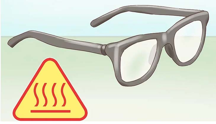 Để kính tiếp xúc ở những nơi quá nóng