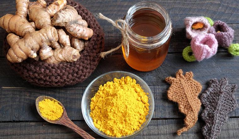 Vừa tẩy sạch da chết vừa dưỡng da với công thức tẩy tế bào chết bằng mật ong