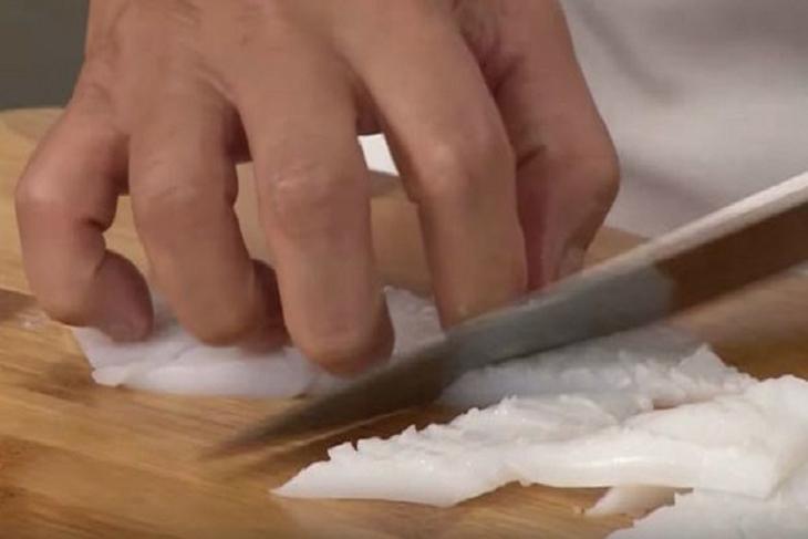 Bước 1 Sơ chế mực Mực xào sa tế, ớt chuông và bắp non