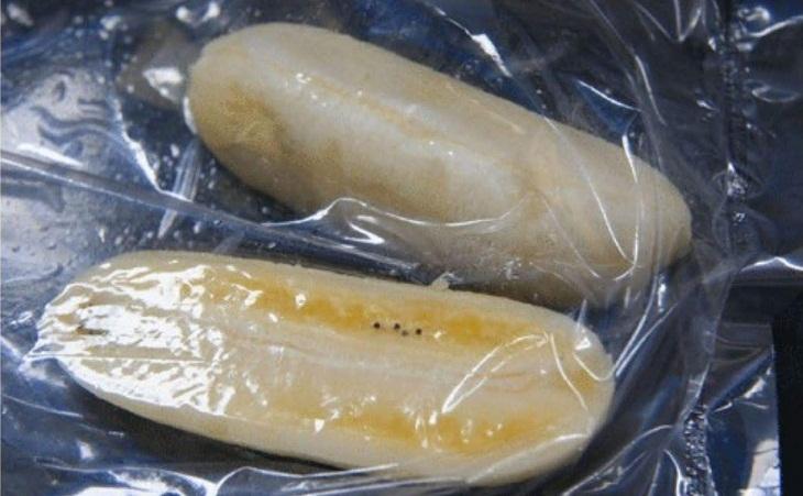 Bước 2 Sơ chế chuối Bánh chuối chiên bột gạo truyền thống