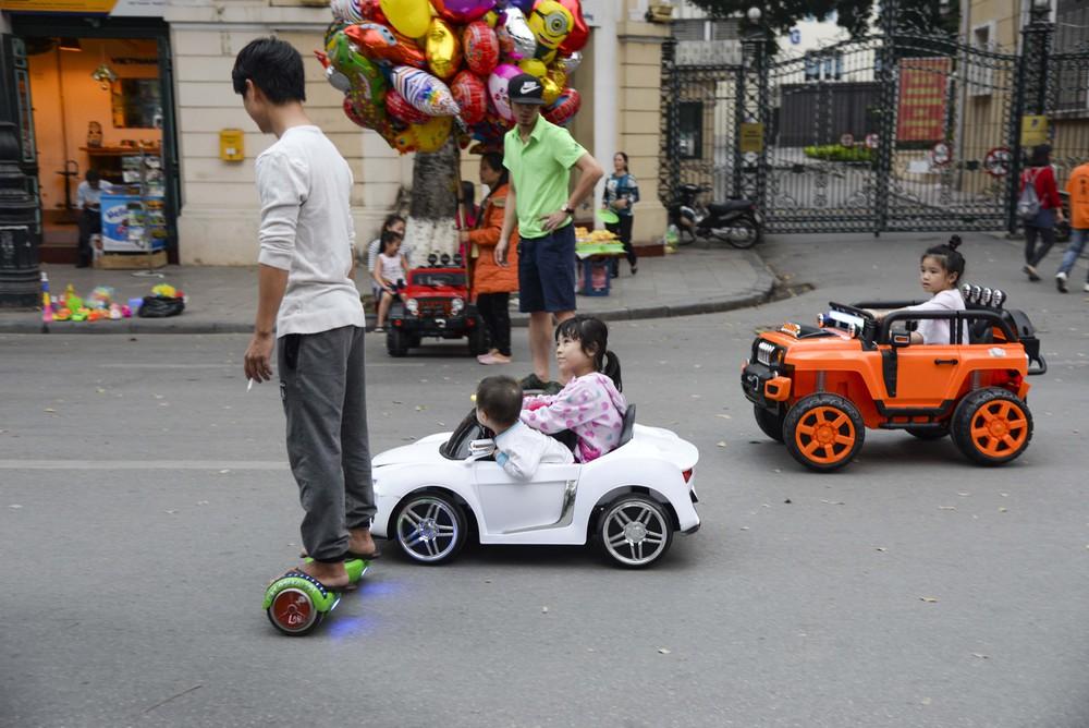 Xe máy điện trẻ em, ô tô điện trẻ em là gì? Có bao nhiêu loại?