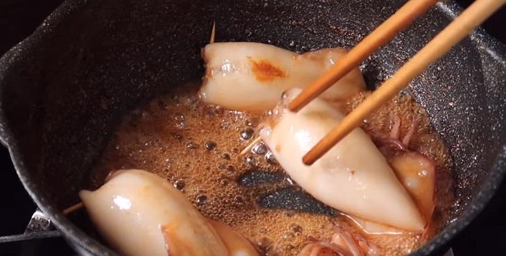 Bước 3 Rim mực Mực nhồi thịt rim nước dừa