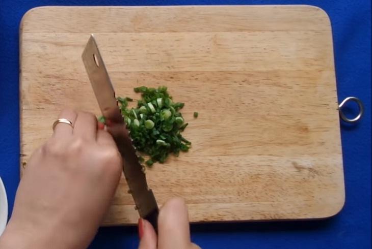 Bước 1 Sơ chế nguyên liệu Mực nhồi thịt chiên