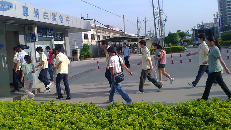 Samsung đóng cửa nhà máy cuối cùng tại Trung Quốc, dân địa phương kêu trời, trời không thấu