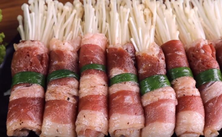 Bước 3 Cuộn thịt với nấm Bò cuộn nấm kim châm nướng