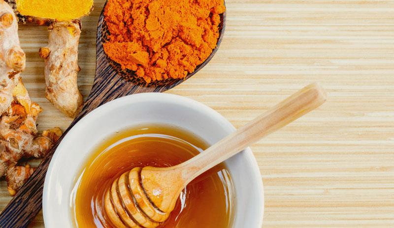 Cách pha tinh bột nghệ với mật ong đúng cách