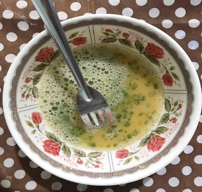 Cách làm trứng cuộn nhiều lớp đẹp mắt, ngon cơm của chị Nguyệt