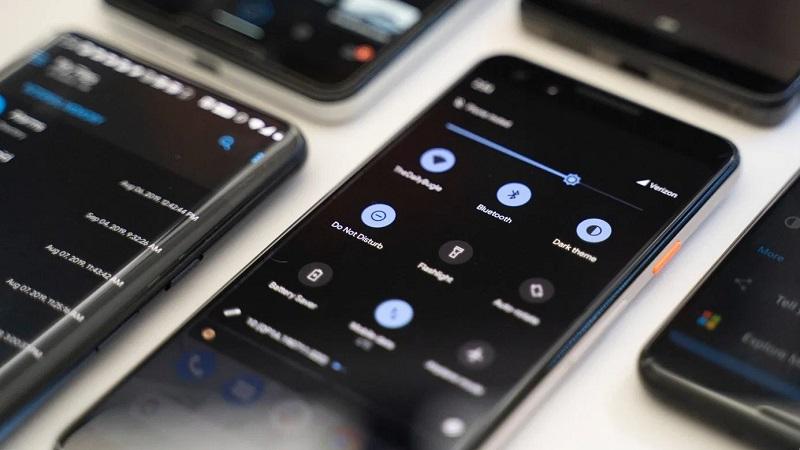 Phải đến Android 11 Google mới bổ sung tính năng này cho Dark Mode