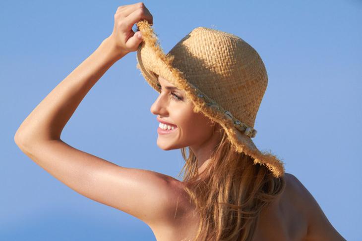 Tránh để tóc nhuộm tiếp xúc trực tiếp với ánh nắng mặt trời