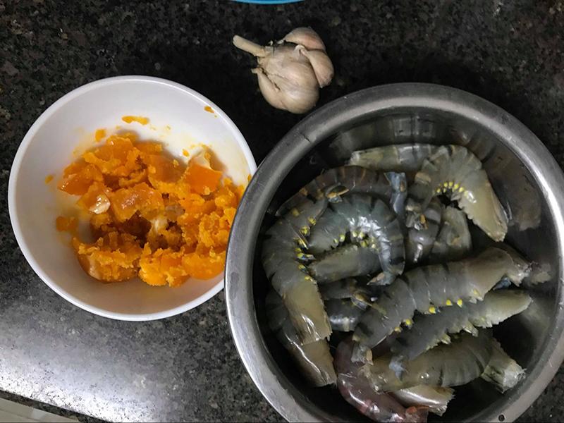 Cách làm tôm rang trứng muối vô cùng đưa cơm của chị Thuỷ