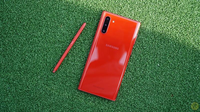 Phần lưng được làm bằng kính cường lực bóng bẩy, chắc chắn của Samsung Galaxy Note 10