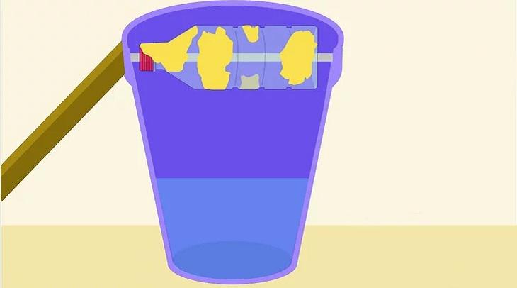 bẫy chuột tự chế dùng xô nước và chai nhựa