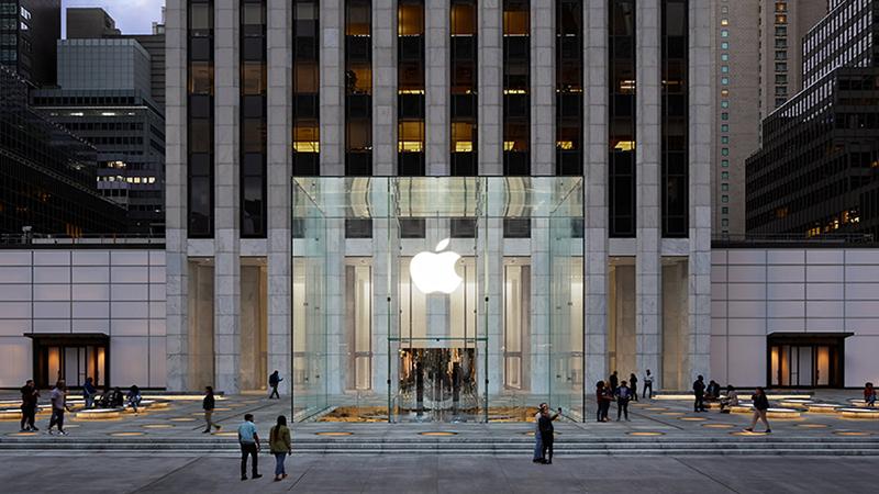 Không riêng gì dịch vụ, thiết bị đeo cũng là 'máy in tiền' của Apple (Phần 2)