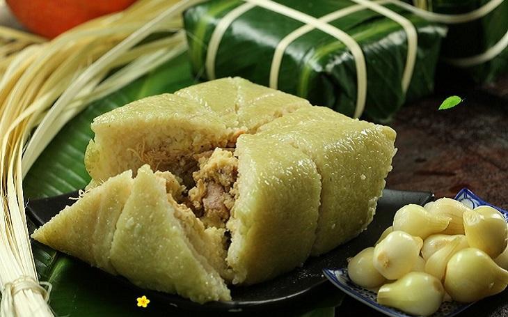 Bánh chưng là sự kết hợp giữa gạo nếp dẻo, đậu xanh ngọt bùi, tiêu cay nhẹ và thịt mỡ béo ngậy