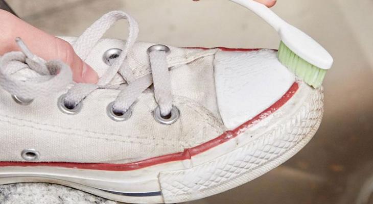 Giặt đế giày
