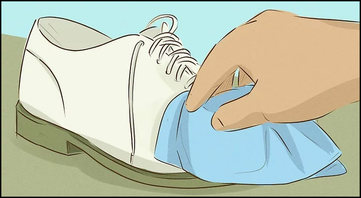 Lau sạch chất tẩy bằng khăn ẩm