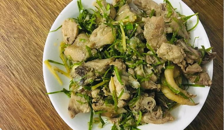 Cách làm món thịt gà rang lá chanh thơm phức hấp dẫn cả nhà của chị Như
