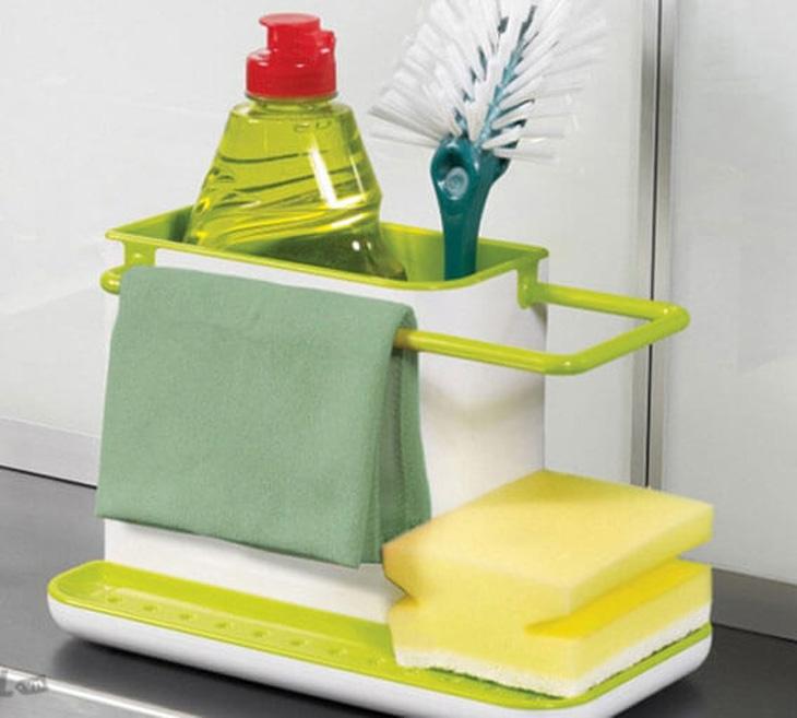 Sử dụng nước rửa chén, bàn chải nhỏ và miếng rửa chén mềm