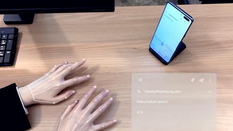 Samsung nhá hàng tính năng bàn phím ảo Selfie Type, giúp bạn nhập liệu mà không cần chạm trực tiếp vào màn hình