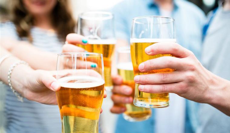 Uống bia bao lâu thì chạy xe không bị giao thông phạt?
