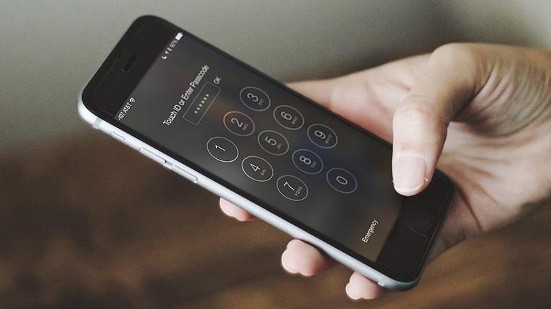 FBI yêu cầu Apple trợ giúp mở khóa hai chiếc iPhone của kẻ thực hiện vụ xả súng