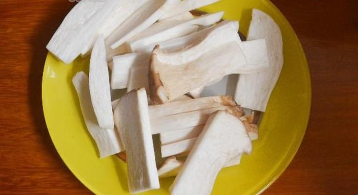 nấm đùi gà rửa sạch cắt lát vừa ăn