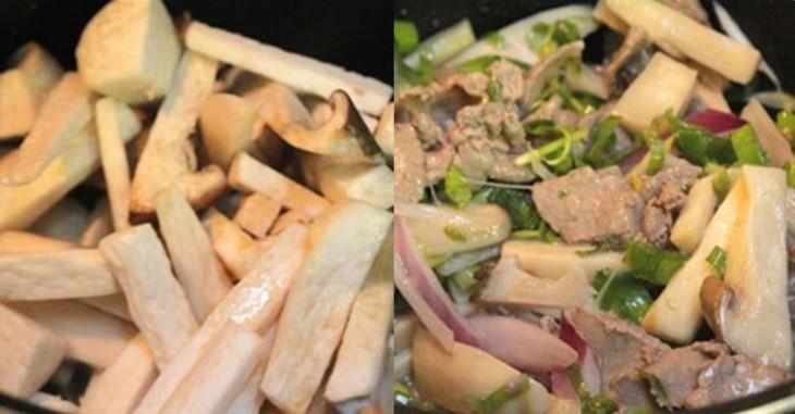 cho nấm vào chảo xào chín, cho tiếp hành tây vào, cuối cùng cho thịt bò vào